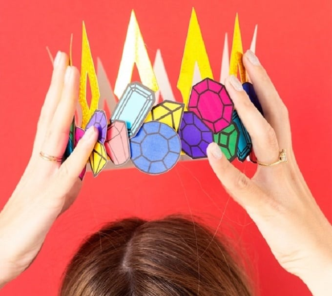 Cut-out Gemstone Crown - Check out our list of 39 other DIY crown and tiaras that you can create for your next party | Coolcrafts.com