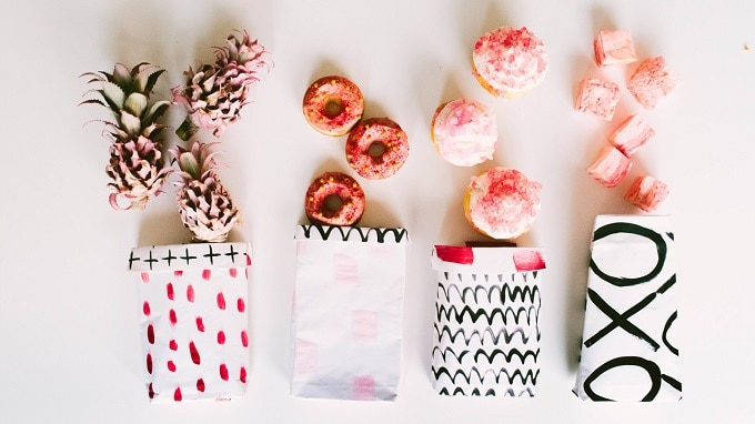 Painted Favor Bags - Check out 34 other eye-catching goodie bag ideas that you can make for your next party. | Coolcrafts.com