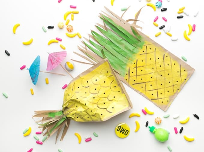 Pineapple Favor Bags - Check out 34 other eye-catching goodie bag ideas that you can make for your next party. | Coolcrafts.com
