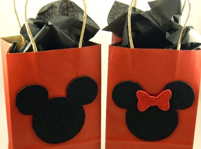 Disney Gift Bags - Check out 34 other eye-catching goodie bag ideas that you can make for your next party. | Coolcrafts.com