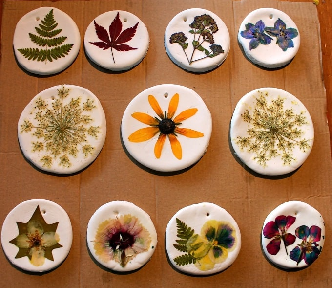 Hanging Pressed Flower Ornament - We compiled a list of 39 other DIY pressed flower ideas for you to make | Coolcrafts.com