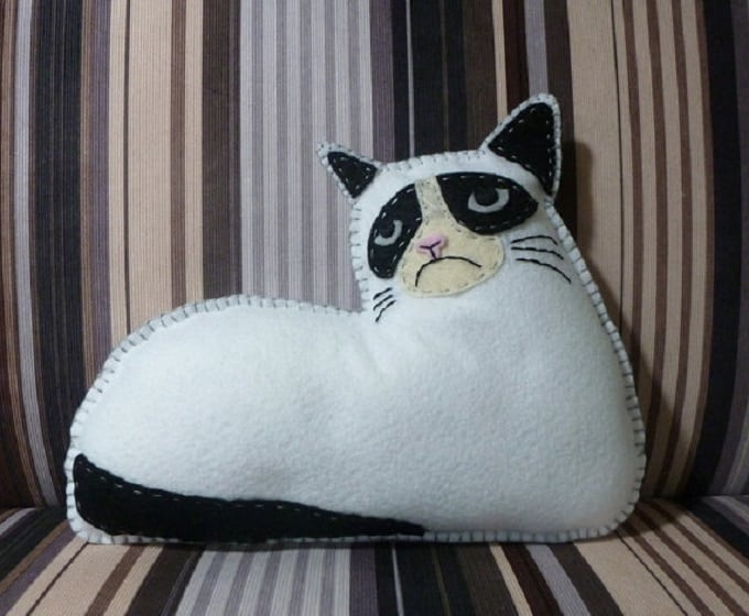 DIY cat cushion tutorial