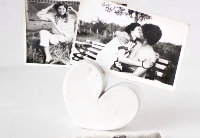 DIY heart-shaped photo holder