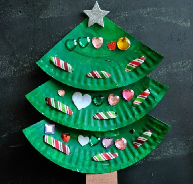 paper plate laced  Christmas tree