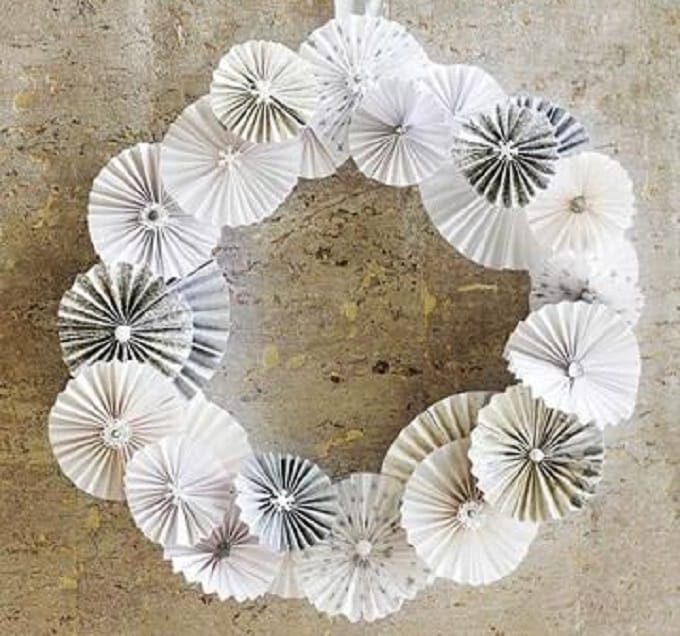 paper pinwheels Christmas wreath