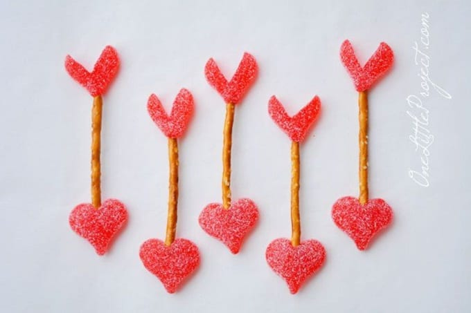 cupid arrow pretzels